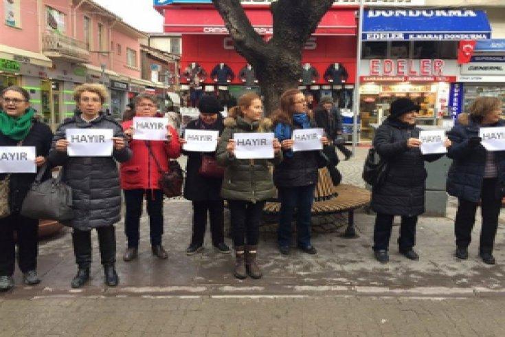 Yurttaşlar diktaya karşı 'Ayağa kalkıyoruz' dedi
