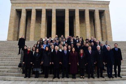 CHP'de yeni PM, ilk toplantısını Anıtkabir ziyaretinin ardından gerçekleştirdi