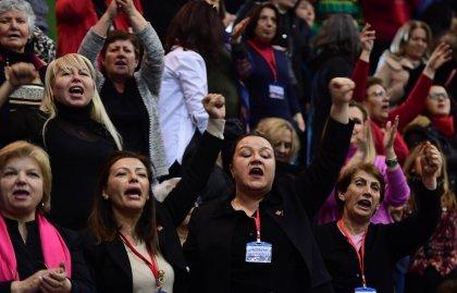 CHP Kadın Kolları 13. Olağan Kurultayı'nı Ankara Ahmet Taner Kışlalı Spor Salonu'nda topladı