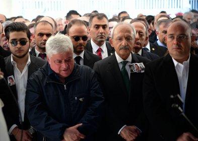 Kılıçdaroğlu, uçak kazasında hayatını kaybeden Mina Başaran ve arkadaşlarının cenaze törenine katıldı