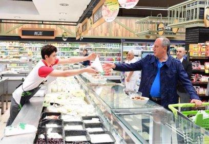 Muharrem İnce ve eşi market alışverişinde