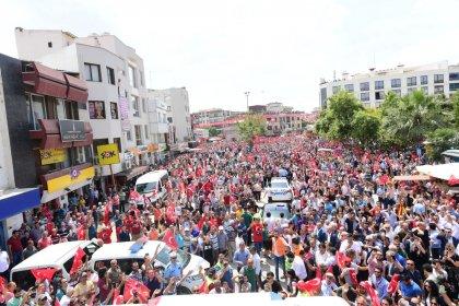 Muharrem İnce Menderes'te halkı selamladı