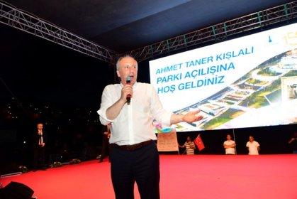 Muharrem İnce, Çiğli'de gerçekleştirilen Ahmet Taner Kışlalı Parkı'nın açılışına katıldı