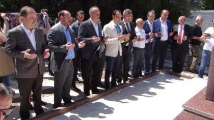 Muharrem İnce, Batı Trakya Türklerinin efsanevi lideri Dr. Sadık Ahmet'in mezarını ziyaret etti