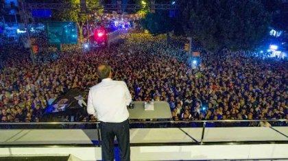 Muharrem İnce, Kadıköy'de binlerce yurttaşın katılımıyla gece mitingi düzenledi