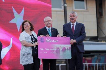 Kılıçdaroğlu Seyhan'da 1000 aileye sosyal yardım kartı dağıttı