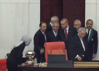Erdoğan'ın eli yine havada kaldı