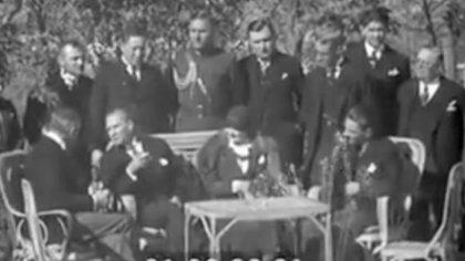 Atatürk, ABD Büyükelçisi ile Fransızca konuşuyor