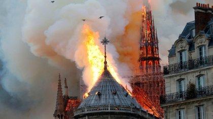 Notre Dame Katedralinde yangın