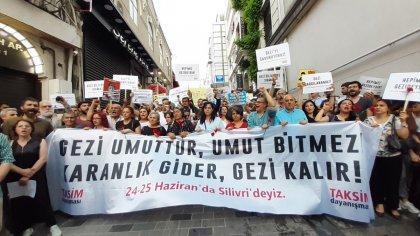 Gezi'nin 6. yılında, Gezi umuttur, umut bitmez; Karanlık gider Gezi kalır diyenler Taksim'de bir aradaydı
