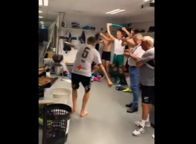 Norveçli futbolcular galibiyeti Kürtçe şarkıyla kutladı