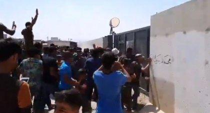 'ÖSO ve Nusra taraftarları sloganlar atarak sınır kapısına dayandı, TSK birlikleri tazyikli suyla dağıtmaya çalıştı' 1
