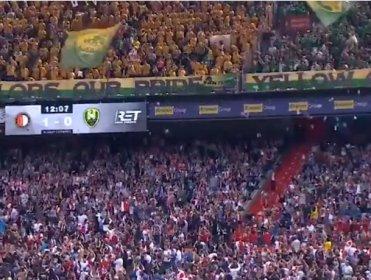 Feyenoord maçında hasta çocuklara oyuncaklı sürpriz