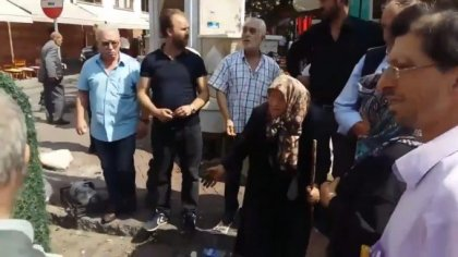 Zabıta 80 yaşındaki kadının tezgahına el koydu