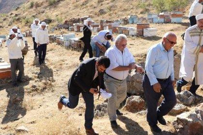 'Bal duası'na çıkan arıcılara ve ilçe kaymakamına arılar saldırdı