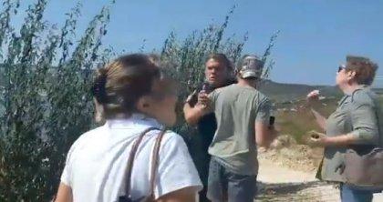 Bozcaada'da koyun talan edilmesine engel olmaya çalışan çevrecilere otel yöneticisinden ırkçı söylem!