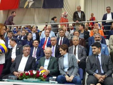 CHP Lideri Kılıçdaroğlu, İstanbul il başkanlığının düzenlediği İlçe Örgütleri Voleybol Turnuvası'nın final maçını izledi