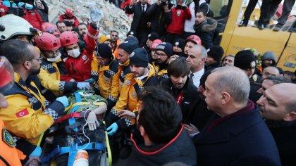 'Depremden kurtarılmayı bekleyen kadın, Erdoğan gelecek diye enkazda bekletildi'