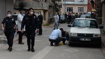 Adana'da polis, 'dur' ihtarına uymadığı gerekçesiyle bir genci vurdu