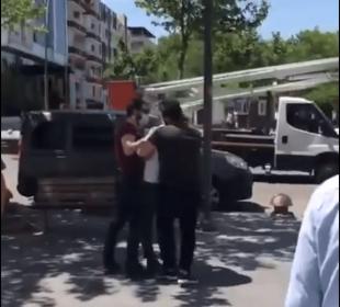 Polis, kimlik soran vatandaşa saldırdı