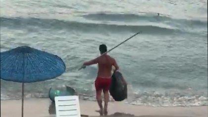 Kuşadası'nda plajdaki eşyalara zarar veren şahıs gözaltına alındı