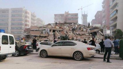 İzmir'de 6.6 büyüklüğünde deprem