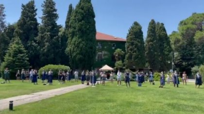 Melih Bulu'nun görevden alınması sonrası akademisyenlerden alkışlı kutlama