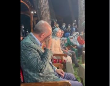 Erdoğan kendi seslendirdiği şiiri dinlerken ağladı