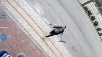 Hatay'da bir kadın, tavla oynayanların yanında satırlı saldırıya uğradı
