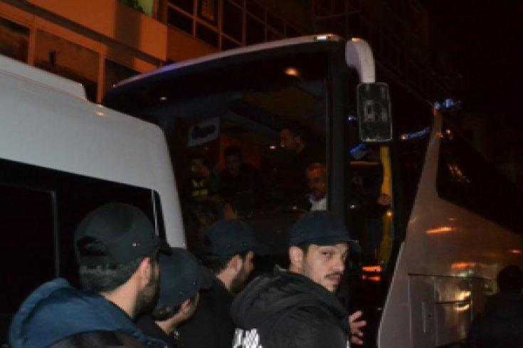 Balmumcu'da polis taraftarın yolunu kesti