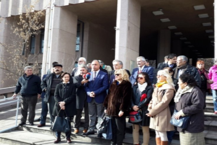 Başbakan Davutoğlu'na Anayasal düzeni değiştirme suç duyurusu