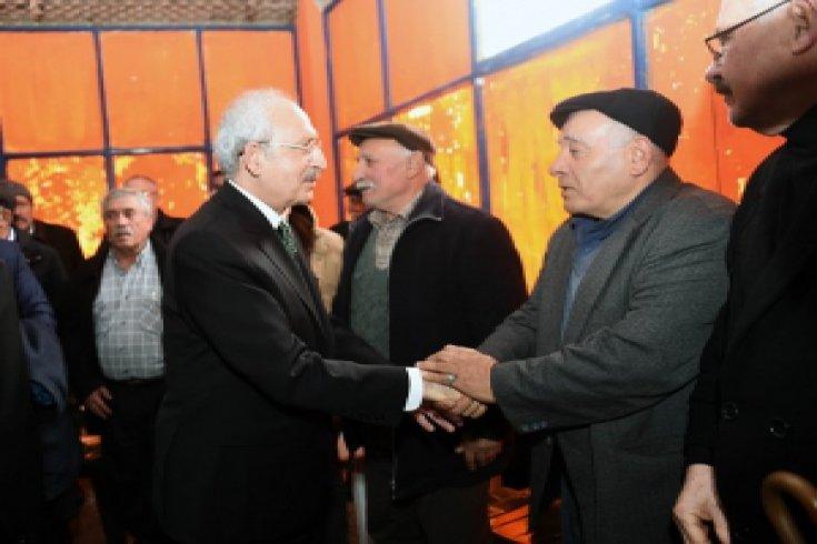 CHP lideri Kemal Kılıçdaroğlu, şehit adliye görevlisi Musa Can'ın ailesine taziye ziyareti