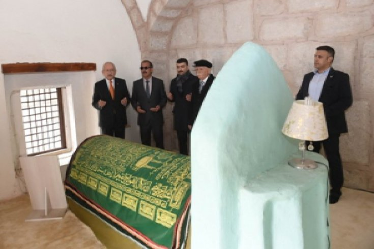 CHP liderinden Seyit Harun'un türbesine ziyaret