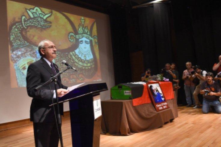 Cumhuriyet Halk Partisi Genel Başkanı Kemal Kılıçdaroğlu, Gazeteci, Yazar, Ressam Fikret Otyam için Çankaya Çağdaş Sanatlar Merkezi'nde düzenlenen cenaze törenine katılarak bir konuşma yaptı.