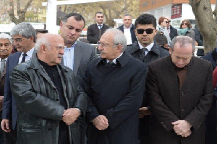 Kılıçdaroğlu,  Zekeriya Temizel'in Annesinin cenaze namazına katıldı