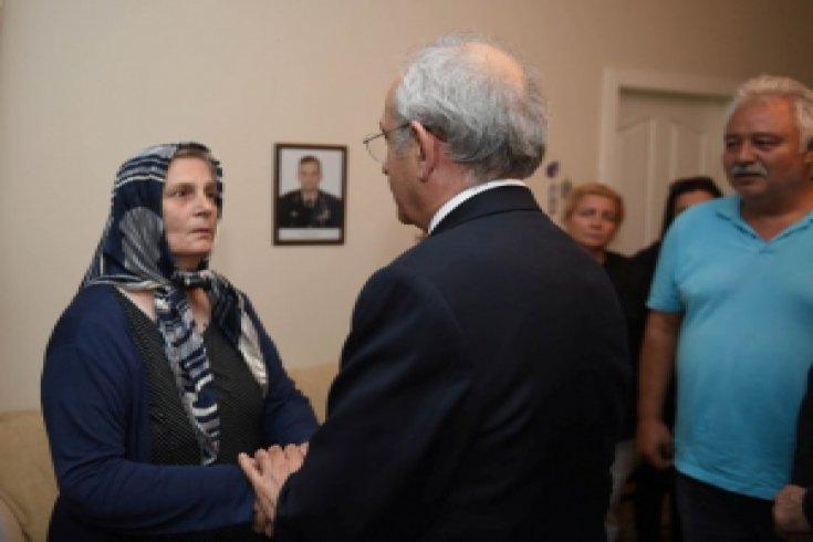 Kılıçdaroğlu, Şehit Binbaşı Güzel'in ailesine taziye ziyaretinde bulundu