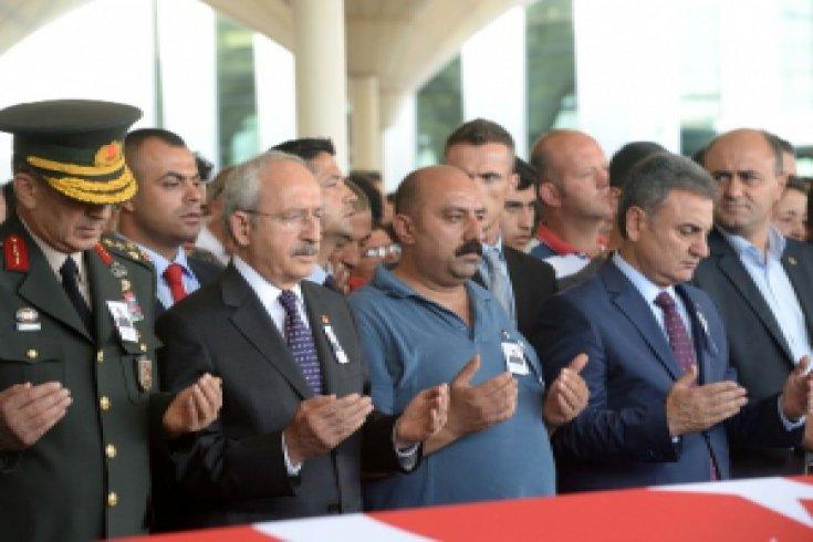 Kılıçdaroğlu, Şehit Garip Ünsal'ın cenazesine katıldı