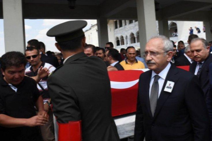 Kılıçdaroğlu, şehit astsubayın cenazesine katıldı