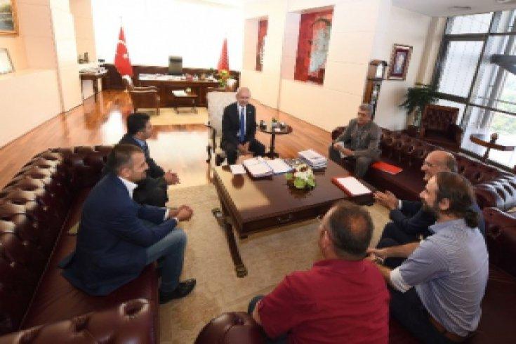 Kılıçdaroğlu, Avrupa Alevi Birlikleri Konfederasyonu Genel Başkanı Hüseyin Mat ve beraberindeki çeşitli Avrupa Alevi Federasyon Başkanlarından oluşan bir heyetle görüştü.