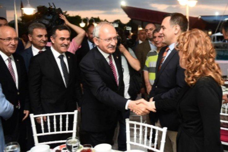 Kılıçdaroğlu, din adamları ve gazetecilerle iftar yemeğinde buluştu