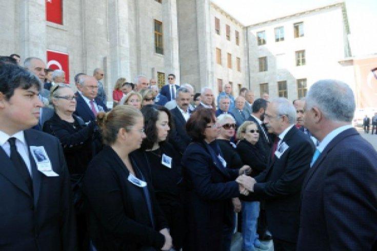 Kılıçdaroğlu, Prof. Dr. Ergin'in Meclisteki cenaze törenine katıldı
