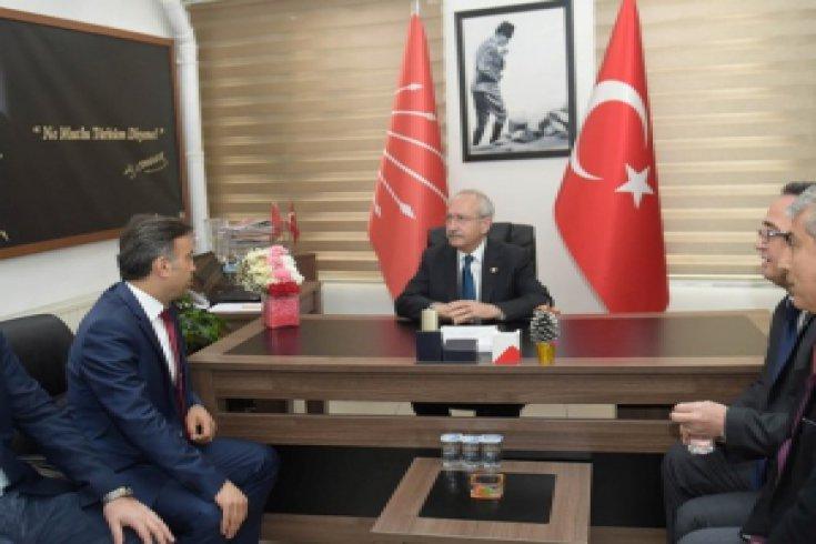 Kılıçdaroğlu, saldırıya uğrayan Düzce İl Başkanı Zekeriya Tozan'ı ziyaret etti