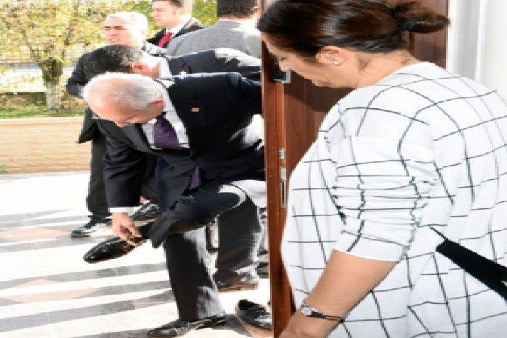 Kılıçdaroğlu, Tahir Elçi'nin ailesini ziyaret etti