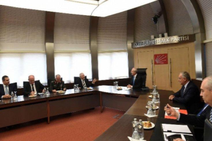 Kemal Kılıçdaroğlu, Milli Savunma Bakanı Vecdi Gönül Başkanlığındaki Bilgilendirme Heyeti ile bir araya geldi.