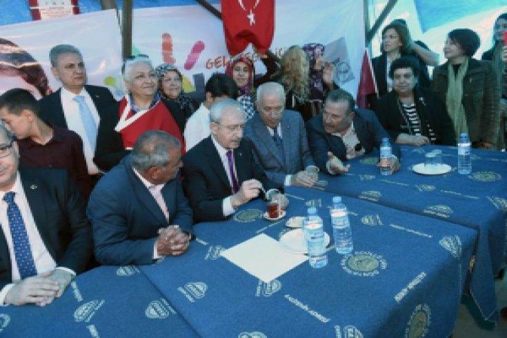 Kemal Kılıçdaroğlu,Ankara Temelli'de bir vatandaşlarla sohbet etti