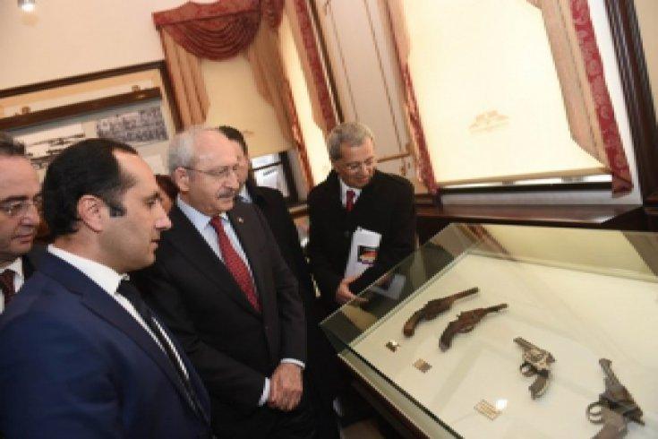 Kılıçdaroğlu, Amasya Tamimi'nin ilan edildiği Tarihi Saraydüzü Kışlasını  ziyaret etti