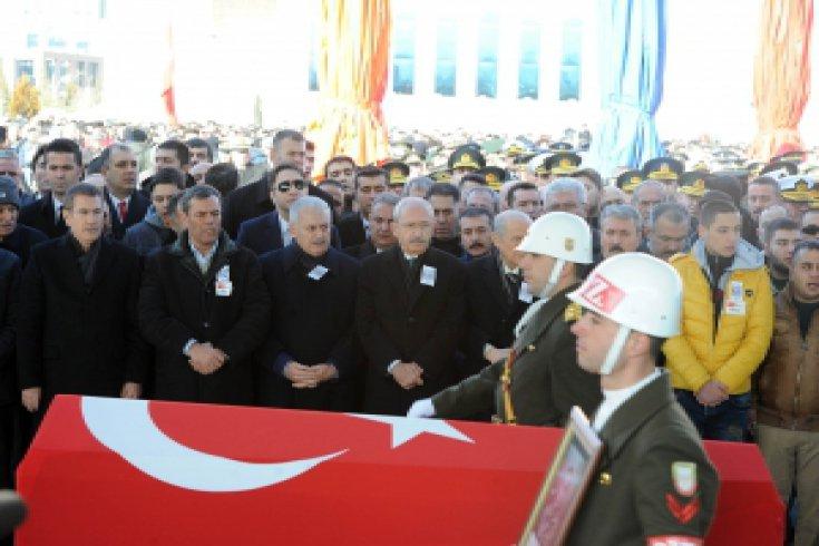 Kılıçdaroğlu, Ankara'da Kayseri Şehidi Er Yunus Emre Duran'ın cenazesine katıldı