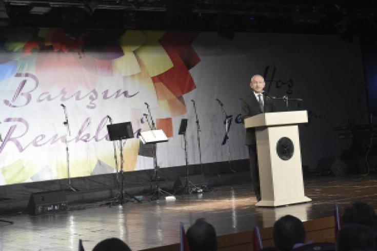 Kılıçdaroğlu, Barışın Renkleri Medeniyetler Korosunu dinledi