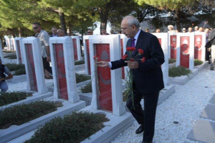 Kılıçdaroğlu Çanakkale şehitlerini ziyaret etti