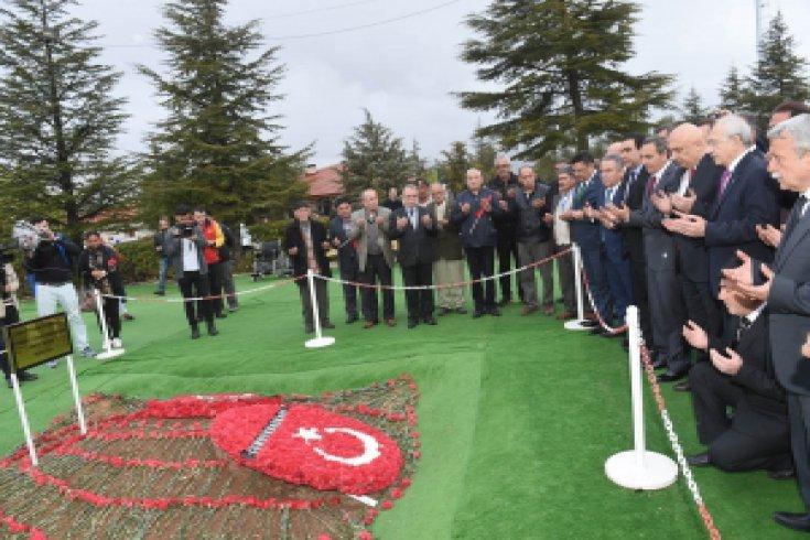 Kılıçdaroğlu, Demirel'in mezarını ziyaret etti